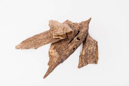 Adlerholz, auch Aloesholz genannt, Oudh, Räucherspäne Standard-Bild