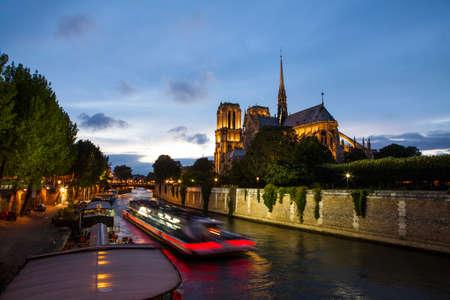 Notre Dame de Paris and Seine river at night 스톡 콘텐츠