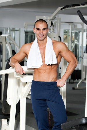 young caucasian bodybuilder in the gym smiling, with a towel around his neck Stock Photo - 12859803