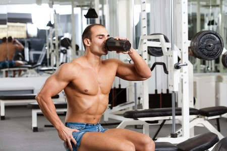 young caucasian bodybuilder in the gym, drinking a protein shake Stock Photo - 12859832