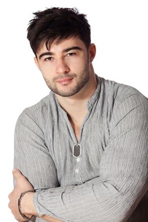 var�n: Retrato de hombre joven y guapo en el fondo blanco