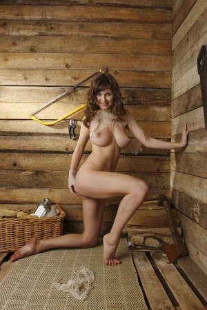 junge frau nackt: Portrait einer nackten jungen Frau
