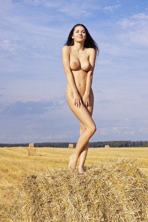 nude lady: Beauty on a haystack. Portrait of a young woman.
