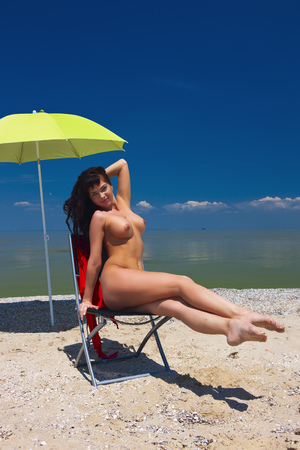 Mooie Vrouw Op Het Strand.
