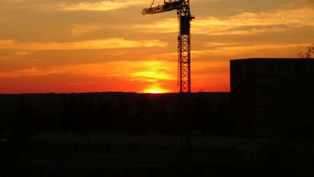 mit: Sonnenuntergang mit Kran in Neubrandenburg - Sunset with crane in Neubrandenburg