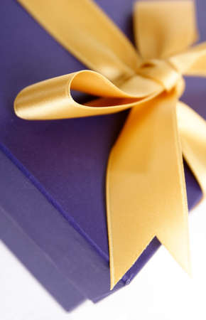 closed ribbon: gift box with ribbon
