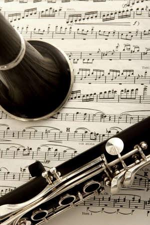 clarinet: fotograf�a de cerca de clarinete y m�sica de hoja