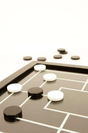 brettspiel: draughs oder Kontrolleur- schwarz und Wei�esbrettspiel