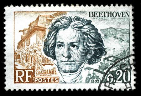 classical music: vintage Frans stempel beeltenis van Ludwig van Beethoven een beroemde klassieke muziek componist en virtuoos pianist Redactioneel