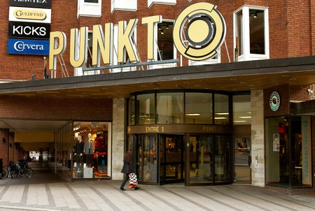 Vasteras, Sweden - September 16, 2012: The entrance to the department store Punkt.   Stock Photo - 15337355
