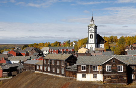 mining town: View of the Norwegian mining town Roros in autumn colors.