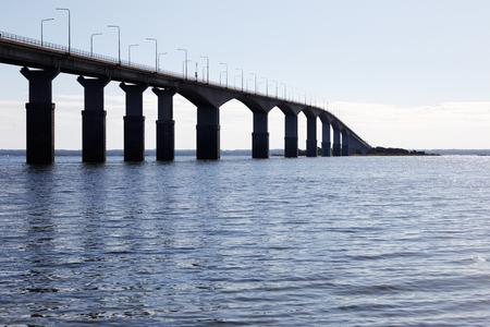 The Oland bridge seen from the Swedish mainland. 版權商用圖片 - 92502975
