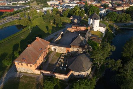 ナイコピング、スウェーデン - 2018年6月3日:古いナイコーピング城とその台無しの部分の空中写真。