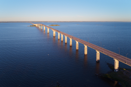 Aerial view of the Oland bridge connecting mainland Sweden with the island Oland, viewed from the mainland. 版權商用圖片 - 105353192
