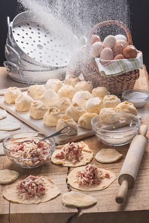 Пельмени, сделанные для кухни в стиле деревенский