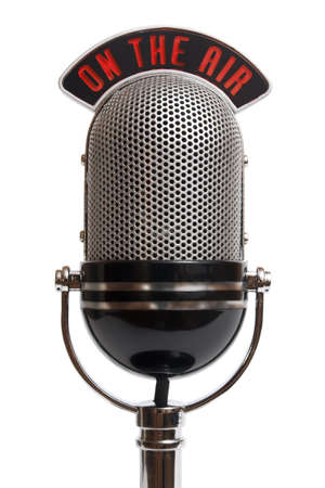 microfono antiguo: Micr�fono retro aislado en un blanco Foto de archivo