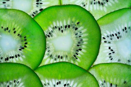 Vackra skivor av grön kiwi