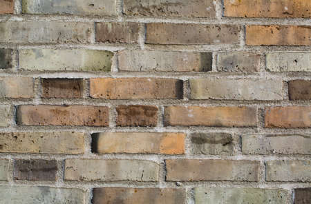 Colorful tegelvägg gjord av lera stenar och murbruk