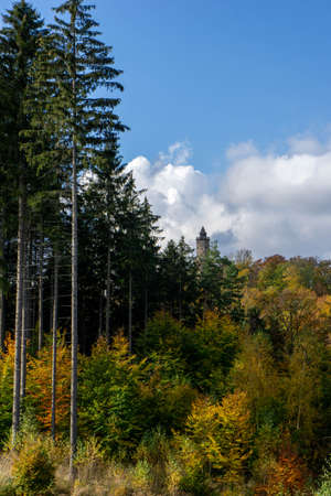 Colorful and bright autumn forest, mountains panorama. Autumn in the mountains. Owl Mountains. Banque d'images