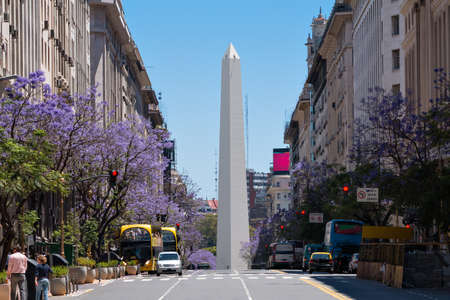 부에노스 아이레스의 오벨리스크 (Obelisk of Buenos Aires)는 1936 년 알베르토 프레 비쉬 (Alberto Prebisch) 창립 400 주년을 기념하기 위해 지어졌습니다. 스톡 콘텐츠