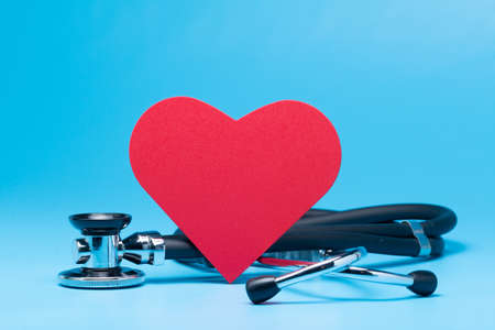 Stethoscope with red heart on blue background 版權商用圖片