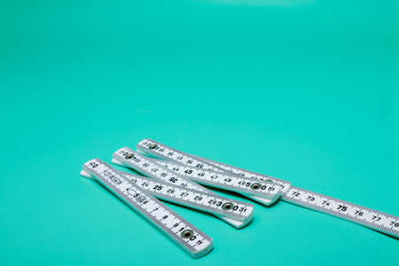 Inch rule on bright green background, Detail Stockfoto