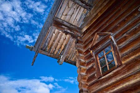 古いロシア北部のログハウス