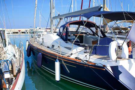 安全な港のボート。Latchi、キプロス 写真素材