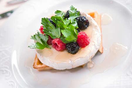 フランス チーズのブラックベリー、ラズベリーとデザート