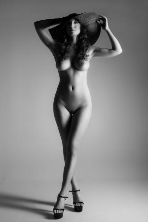 desnudo artistico: Actuar de una mujer hermosa Foto de archivo