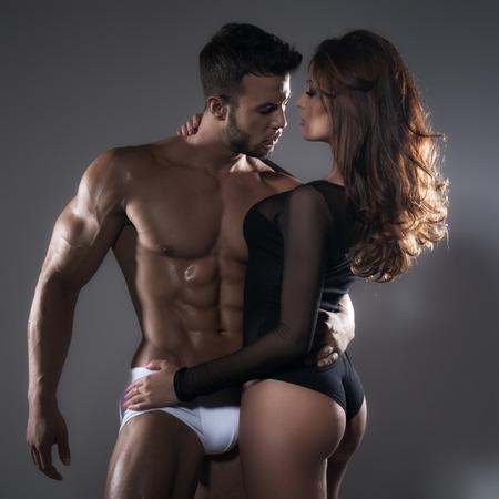 mujeres eroticas: Mujer y el hombre de la pasi�n Foto de archivo