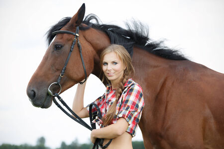 in vouge: Beautiful smiling woman with horse chestnut