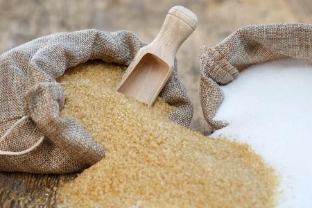 Various types of sugar, brown sugar and white Foto de archivo