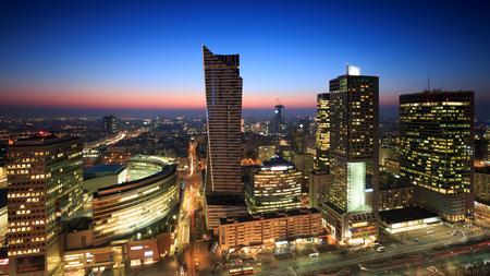 日没でワルシャワ市内中心部 写真素材