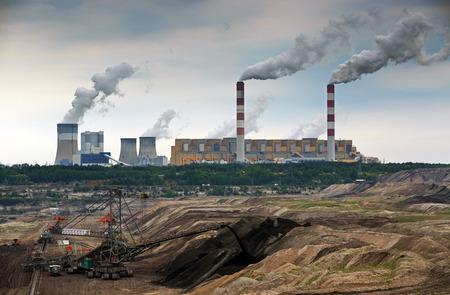 energia electrica: Mina a cielo abierto y la planta de energ�a. HDR - alto rango din�mico