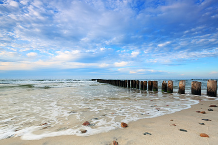 Kuznica Beach on the Baltic Sea and beautiful sky with clouds 免版税图像