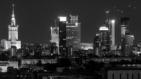 stadscentrum van Warschau 's nachts