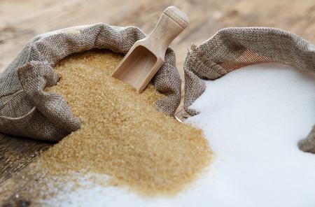 Various types of sugar, brown sugar and white Stockfoto