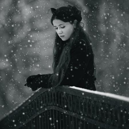 Portrait of a pensive woman in winter park Standard-Bild