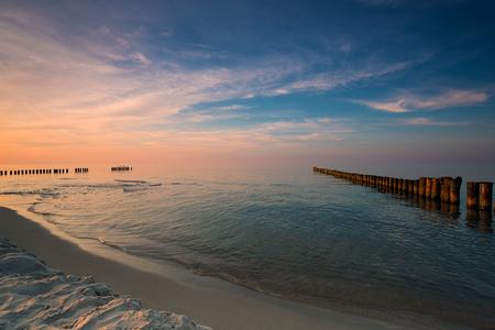 バルト海のビーチに沈む夕日