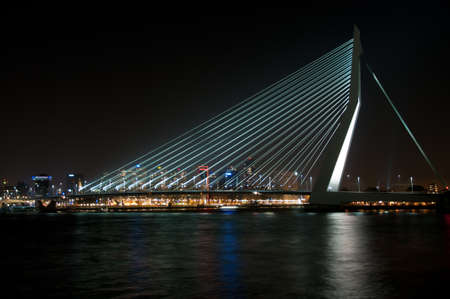 maas: Erasmusbrug Rotterdam by night