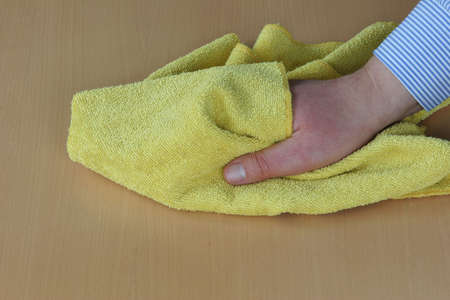 productos de limpieza: Polvoreda regular es esencial.  Foto de archivo