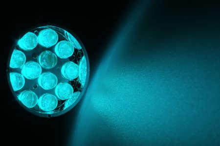 leds: cian 12 LEDs brillan sobre una superficie.  Foto de archivo