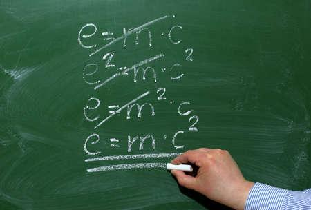 Na blackboard wyraźnie widoczne są wyświetlane informacje. Zdjęcie Seryjne