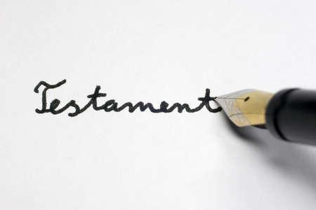 A Testament governs the inheritance of a person. Banco de Imagens