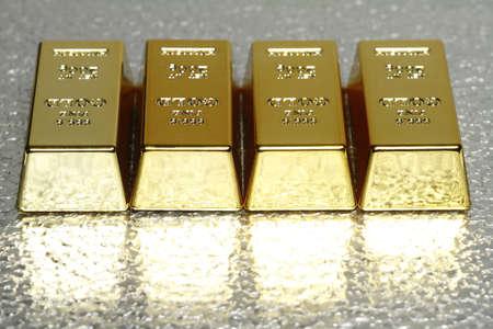Na zdjęciu z kilkoma złota, jest miejsce na dodatkowy tekst dostępny.