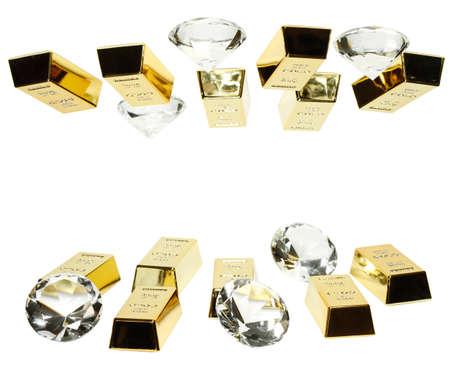 Sztabki złota i diamenty są razem na zdjęciu.