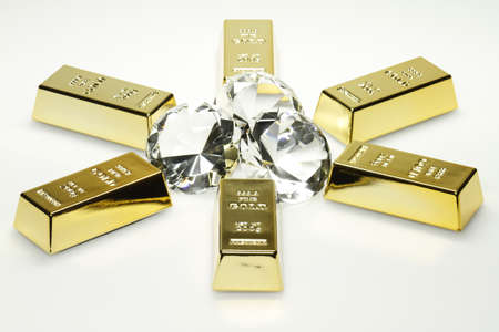 Gold bars and diamonds are together on the picture. Banco de Imagens