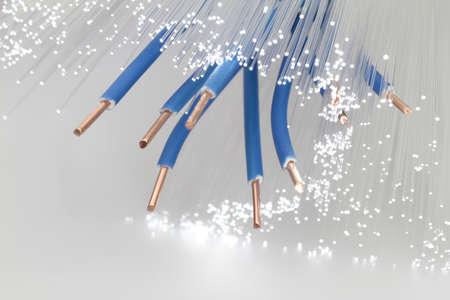 fiber cable: Gegevens kunnen worden verzonden over koperdraad en glasvezel