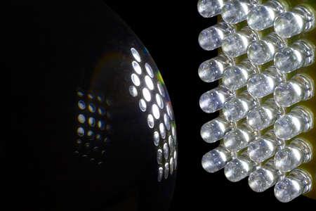 leds: Un conjunto de 24 LEDs iluminan una bola de cristal